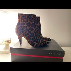 New in box VINCE CAMUTO leopard calf hair boot 7.5
